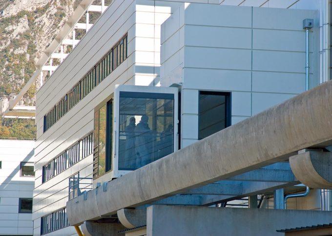 construction pour le centre de recherche CEA LETI d'un funiculaire ultra-propre ISO 6 en partenariat avec POMA