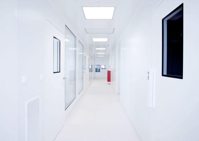Étude et réalisation pour laboratoire CRYO SAVE d'une salle blanche grade B